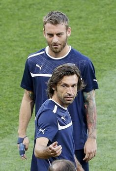 Pirlo and De Rossi Football Is Life, Football Players, Italy Soccer, As Roma, The Beautiful Country, My World, First Love, Blues, Hero