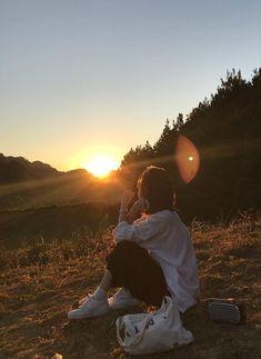 Best Photo Poses, Girl Photo Poses, Girl Photography Poses, Teenage Girl Photography, Aesthetic Photo, Aesthetic Girl, Aesthetic Pictures, Korean Girl Photo, Profile Pictures Instagram