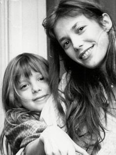 Daughter of Jane Birkin and John Barry dies after Paris flat fall Serge Gainsbourg, Charlotte Gainsbourg, Lou Douillon, Kate Barry, Jane Birkin Style, Beatiful People, Jane Asher, French Girls, Hairstyles With Bangs