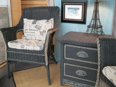 Wicker furniture painted with Chalk Paint® by Annie Sloan. Graphite and CoCo No wax.