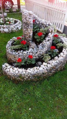 18 Budget Friendly DIY Backyard Landscaping Ideas To Inspire You - Diy Garden Decor İdeas Garden Yard Ideas, Diy Garden, Garden Projects, Garden Art, Backyard Ideas, Backyard Plants, Backyard Patio, Patio Ideas, Outdoor Ideas