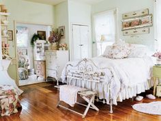 Shabby Chic Decor Archives - Home Style Corner Cottage Shabby Chic, Shabby Chic Bedrooms, Bedroom Vintage, Shabby Chic Decor, Vintage Room, Cottage Style, Cama Vintage, Shabby Vintage, Vintage Country