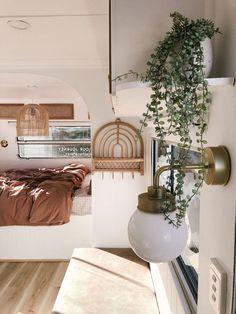 Caravan Vintage, Vintage Caravans, Caravan Makeover, Caravan Renovation, Bus Living, Tiny House Living, Caravan Decor, Caravan Ideas, Hymer