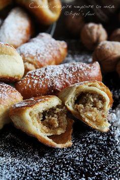Angels food: Cornuri dospite umplute cu nuca Romanian Food, Romanian Recipes, Pastry And Bakery, Bread Rolls, Sweets Recipes, Pretzel Bites, Deserts, Good Food, Healthy Eating
