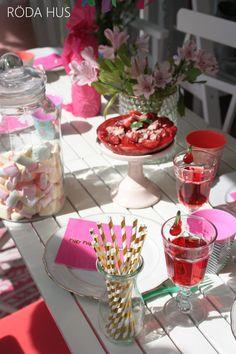 #Kindergeburtstag #Party #Gartenfest, #Geburtstagsparty #gedeckter Tisch #Erdbeerkuchen #birthdayparty #birthday #kidsparty