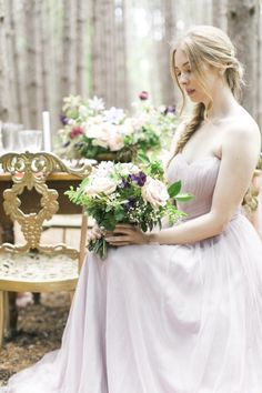 Calling all earthy and nature-loving brides! This beautiful forest wedding inspiration shoot fromHello Inspira Photography takes us a whimsical, bohemian journey through the picturesqueKortright Centre For Conservation. The stunning fantasy bride and her bridesmaids look like they were made for the woods in their effortlessly flowing Hayley Paige and blushTheiaandTruvelle gowns. The lush woodsy backdrop …