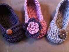 www.facebook.com/ateliervivifezarte #crocheted slippers #slippers #crochet