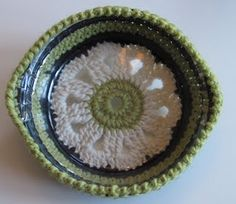pie plate crochet carrier? scroll down for english - Great gift: make pie and holder and give it all as a hostess gift! CUTE