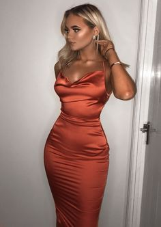 Satin Lace Up Back Slip Midi Kleid Orange Kleid Spitze Midi orange Satin S Source by jenshoeppe Dresses homecoming Prom Outfits, Hoco Dresses, Satin Dresses, Ball Dresses, Classy Outfits, Elegant Dresses, Pretty Dresses, Sexy Dresses, Beautiful Dresses