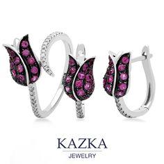 Едва раскрывшиеся бутоны тюльпанов, инкрустированные розовыми сапфирами и бриллиантами.  Такое украшение станет идеальным подарком для любимой женщины, ведь тюльпаны очень романтичные цветы, вестники весны и пробуждения красоты.  Купить украшение - http://kazka.ua/sergi-s-angliyskim-zamkom/zolotye-serezhki-s-sapfirami-i-brilliantami-1s309-0184/