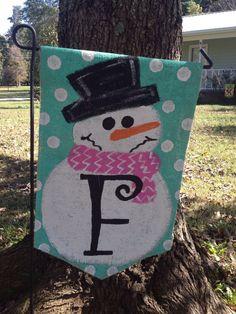 Burlap Snowman with Initial Yard Garden Flag Christmas Winter Outdoor Decor by Burlapulous on Etsy Burlap Yard Flag, Burlap Garden Flags, Burlap Banners, Burlap Projects, Burlap Crafts, Diy Crafts, Crafty Projects, Sewing Crafts, Christmas Crafts