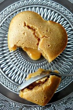 French Speculoos lava cakes Translate to English and make this now! Sweet Desserts, Sweet Recipes, Dessert Recipes, Sweets Cake, Cupcake Cakes, Thermomix Desserts, Yummy Food, Delicious Desserts, Lava Cakes