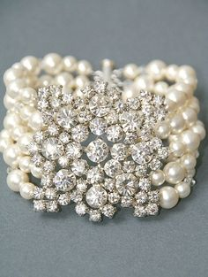 vintage pearl bracelet .... stunning !!!