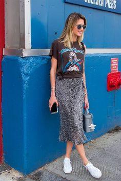 O duo saia poderosa com t-shirt ganhou o coração das fashionistas.