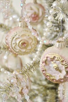 Beautiful and delicate Christmas tree palette...pale pink, white, gold, pearls, and aurora borealis shine <3