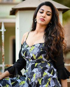 Vishnu Priya Bhimeneni photoshoot stills - South Indian Actress Indian Film Actress, South Indian Actress, Indian Actresses, Bhavana Actress, Actress Priya, Indian Girls Images, Cute Beauty, Women's Beauty, Asian Beauty