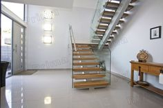Mono Stringer Solid Wood Treads Staircase Glass Balustrade Stairs - www-primahousing Wooden Staircase Design, Interior Staircase, Wooden Staircases, Glass Balustrade, Glass Railing, Staircase Glass, Wooden Steps, Entry Foyer, Front Entry