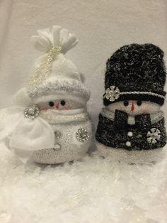 Sock Snowman, Make A Snowman, Snowman Crafts, Snowman Ornaments, Christmas Room, Christmas Snowman, Christmas Projects, Holiday Crafts, Christmas Ornaments