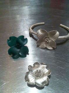 Wax carving to floral jewelry...♡
