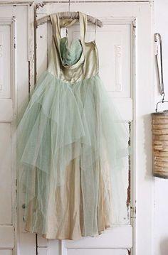 Vintage Dresses, Vintage Outfits, Vintage Fashion, Azul Pantone, She Walks In Beauty, Flower Girl Dresses, Prom Dresses, Fru Fru, Country Wedding Dresses