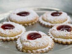 Gabi Röhrl du Weltenburger Klosterschenke nous a donné cette tradition . - In der Weihnachtsbäckerei. Winter Desserts, Party Desserts, Cookie Desserts, Chocolate Desserts, Cookie Recipes, Dessert Recipes, Drink Recipes, Scotch Pancakes, Cheesecake