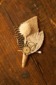 Boutonniere - Men's Burlap Boutonniere - Boutineer - Groom Boutonniere - Groomsman -  Wedding Accessories - Vintge Weddings - DIY Boutineer