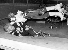 Don't mess with these hot mamas: Vintage photos of badass Roller Derby Girls | Dangerous Minds