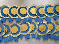 Medallas preescolar moneda de chocolate, foami, papel dorado y mucha imaginación
