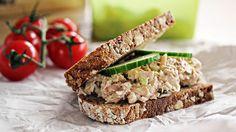 Lag denne enkle tunfisksalaten med syrlig smak av eple, så har du digg pålegg på 1-2-3.      Oppskrift av Anne Cathrine Gulbrandsen,Enestaaendemat.no