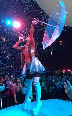 thank u, next Ariana Grande Concert, Ariana Grande Outfits, Ariana Grande Pictures, Style Selena Gomez, Ariana Tour, Ariana Grande Wallpaper, Kim Jisoo, Dangerous Woman, Ex Girlfriends