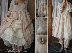 MLLE ROMANCE : Robe en lin rose et tulle écru Les Ours, jupon organdi EWA IWALLA, panty coton rose Les Ours,
