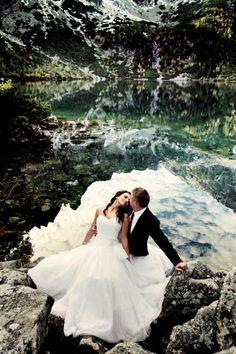 Our #Bride in stunning #weddin dress #JustinAlexander no. 8610 on Morskie Oko lake /#Zakopane/