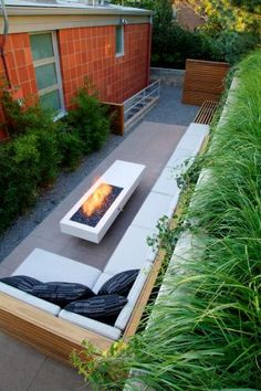 Small Backyard Patio Design Ideas, Pictures, Remodel and Decor perfect built in seats Outdoor Rooms, Outdoor Gardens, Outdoor Living, Outdoor Lounge, Backyard Patio, Backyard Landscaping, Backyard Layout, Backyard Seating, Patio Chico