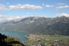 Um vista incrível, um  jantar nas nuvens na Suíça. Saiba mais em http://www.cafeviagem.com/mirante-harder-kulm-e-restaurante/