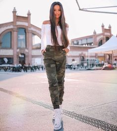 Outfits For Teens, Cute Outfits, Famous Youtubers, Beautiful Dresses For Women, Foto Casual, Young Love, Girl Photography Poses, What To Wear, Vintage Outfits