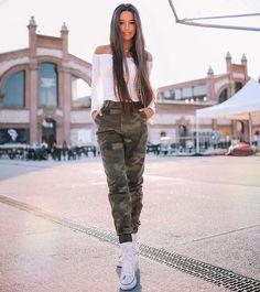 """210.5 mil Me gusta, 2,004 comentarios - Marta Diaz (@martaa_diiaz) en Instagram: """"Después de unas 2 semanas sin subir foto 🙃 por fin publico!!! Por cierto acabo de subir vídeo a…"""" Outfits For Teens, Cute Outfits, Famous Youtubers, Foto Casual, Young Love, What To Wear, Vintage Outfits, Martini, Photoshoot"""