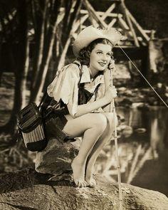 Beautiful Fishing Country Girl Pin-Up Ann Sheridan Vintage 1938 Photograph Hollywood Waves, Hollywood Stars, Classic Hollywood, Hollywood Glamour, Classic Actresses, Hollywood Actresses, Beautiful Actresses, Ann Sheridan, Marilyn Monroe Old