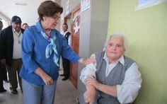 Susana Villar�n sufri� desplante de anciana en centro de votaci�n [VIDEO]