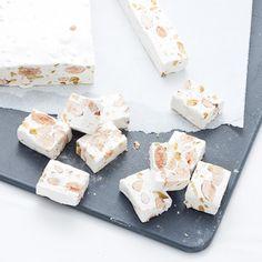 Une petite pause de desserts américains avec LA spécialité de Montélimar : les nougats tendres. Je suis particulièrement difficile en la matière : il faut