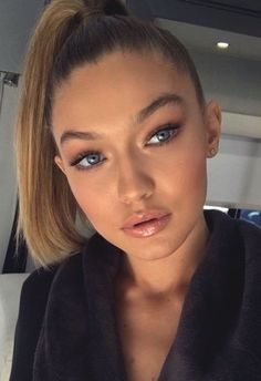 """"" Gigi Hadid's Best Beauty Tips and Makeup Secrets """" gigi-eyebrows """" Gigi Hadid Makeup Natural, Natural Makeup, Natural Beauty, Best Beauty Tips, Beauty Make Up, Hair Beauty, Beauty Hacks Lips, Fat Burning Smoothies, Sleek Ponytail"