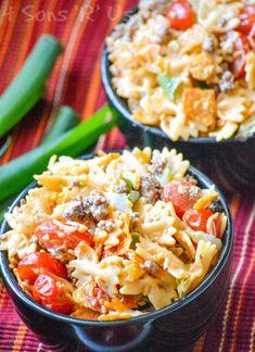 Crunchy Doritos Taco Pasta Salad - 4 Sons 'R' Us Cold Pasta Recipes, Soup Recipes, Salad Recipes, Cooking Recipes, Cooking Stuff, Easy Recipes, Taco Salad Doritos, Taco Dip, Tacos