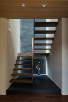 house in tsukuba Loft Stairs, Kids Room Wallpaper, Modern Stairs, Staircase Design, Wall Design, Interior Architecture, My House, Entrance, Home Decor