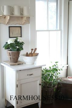 FARMHOUSE 5540: Little White Cupboard