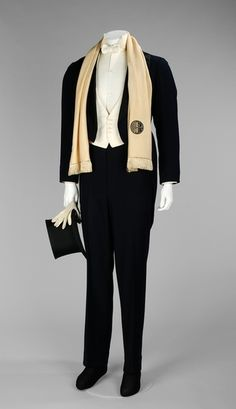 Brooks Brothers suit ca. 1933 via The Costume Institute of the Metropolitan Muse… Brooks Brothers suit ca. 1933 via The Costume Institute of the Metropolitan Museum of Art 1930s Fashion, Vintage Fashion, Mens Fashion, Mode Masculine, 20s Mode, Vintage Outfits, Mens Tailor, Vintage Mode, Costume Institute