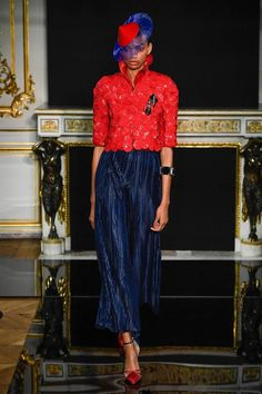 See all the Collection photos from Armani Prive Spring/Summer 2019 Couture now on British Vogue Couture Fashion, Fashion Show, Fashion Trends, Armani Privé, Vogue, Italian Fashion Designers, Lace Skirt, Cool Style, Spring Summer
