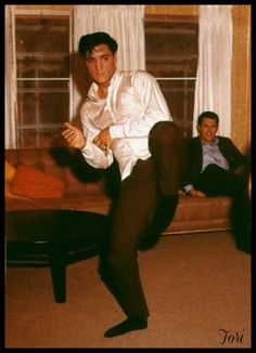 Elvis kept his bodyguards on their toes by practicing martial arts.