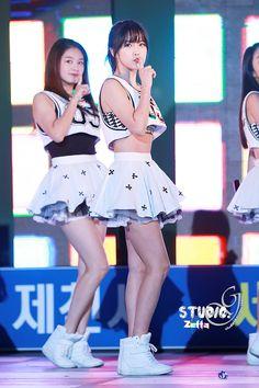 Hyun Young Hyun Young, Girl Bands, Pop Group, Asian Beauty, Skater Skirt, Dancer, Rainbow, Fashion, Rain Bow