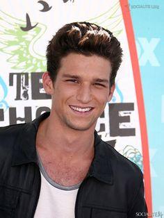 Daren Kagasoff at the Teen Choice Awards in Los Angeles - 08/08/ 13