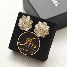 ต่างหู Chanel Earrings Flower Crystal GHW ของใหม่พร้อมส่ง‼️ - Iris Shop