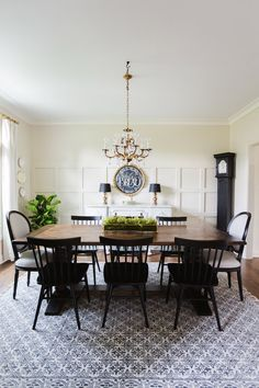 Take the Eclectic Home Tour of Sincerely Sara D. She has tons of creative DIY projects for renovating your home that won't break the bank. Cream Dining Room, Dining Room Bench, Dining Room Design, Rugs For Dining Room, Black Dining Bench, Farmhouse Dining Room Rug, Black Dining Room Furniture, Room Rugs, Elegant Dining Room